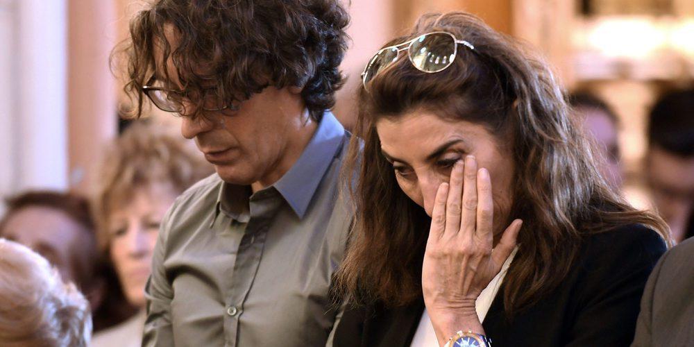 Lágrimas y desconsuelo: Bigote Arrocet, Paz Padilla y su marido Juan Vidal acuden al funeral de Chiquito de la Calzada