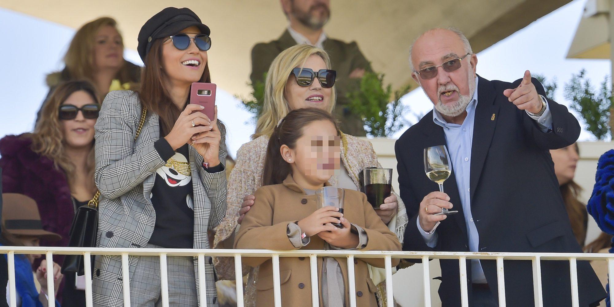 Paula Echevarría o Helen Lindes disfrutan en familia en el Hipódromo de la Zarzuela
