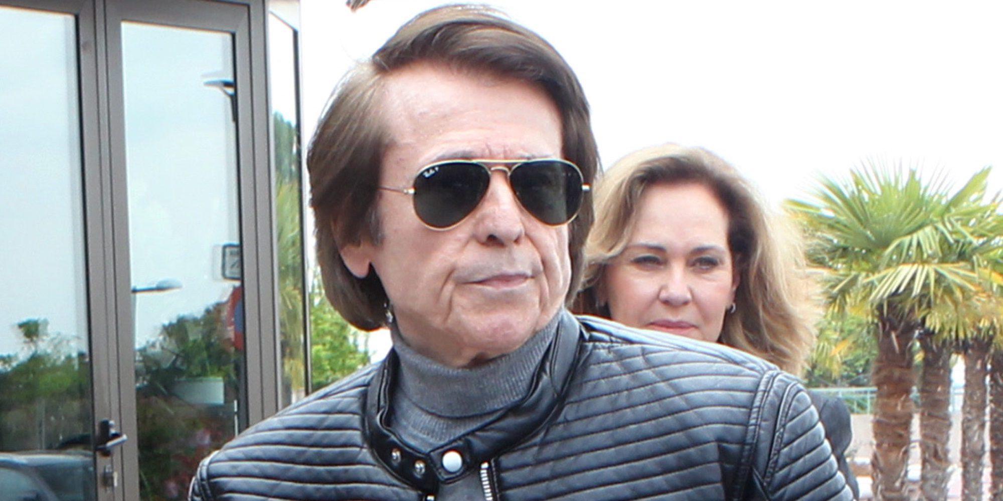 Raphael suspende su concierto en Las Palmas y es trasladado al hospital en ambulancia