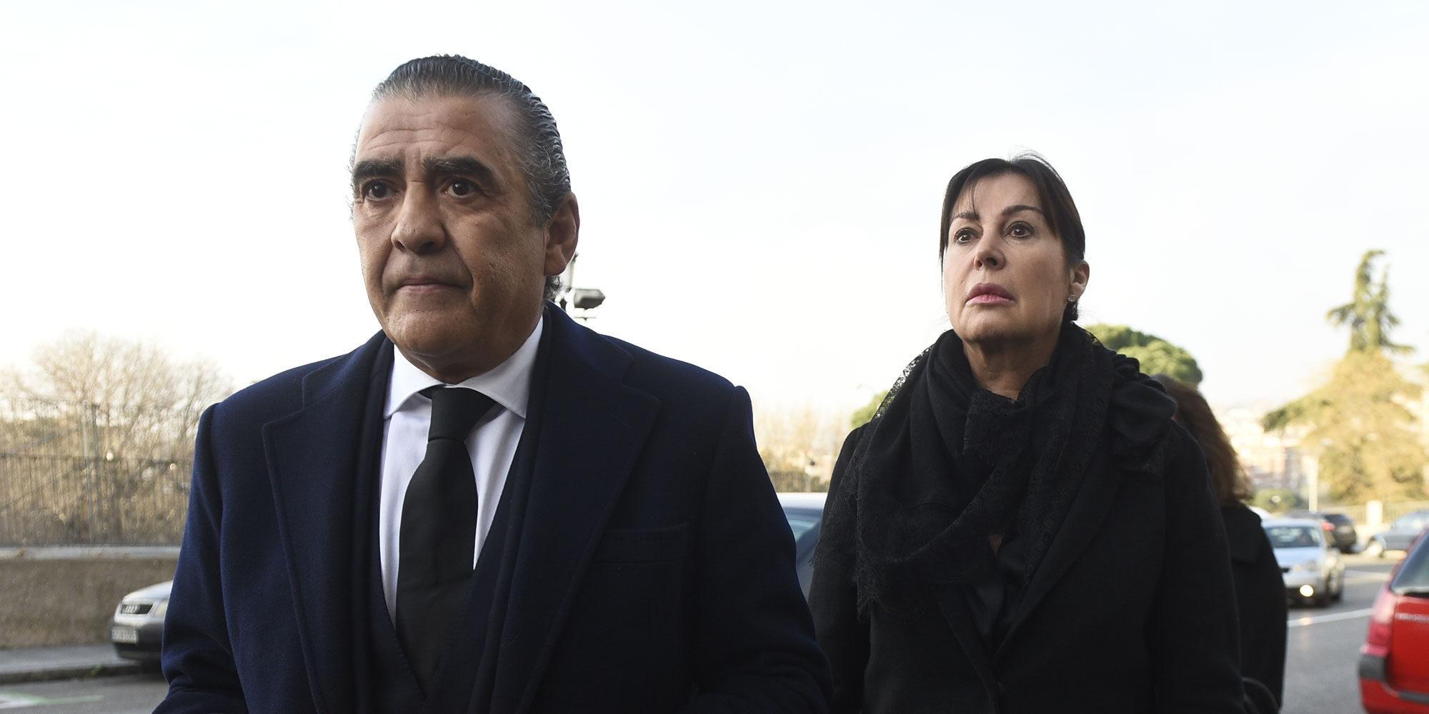 Carmen y Jaime Martínez-Bordiú se despiden de su madre: Carmen Franco ya descansa en la cripta de La Almudena