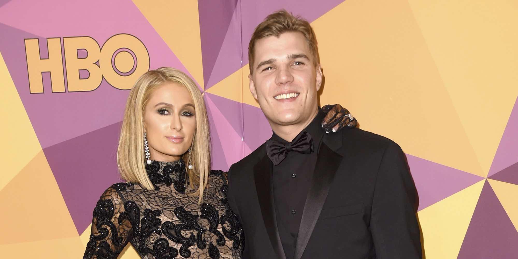 Paris Hilton presume de Chris Zylka y anillo de compromiso tras los Globos de Oro 2018