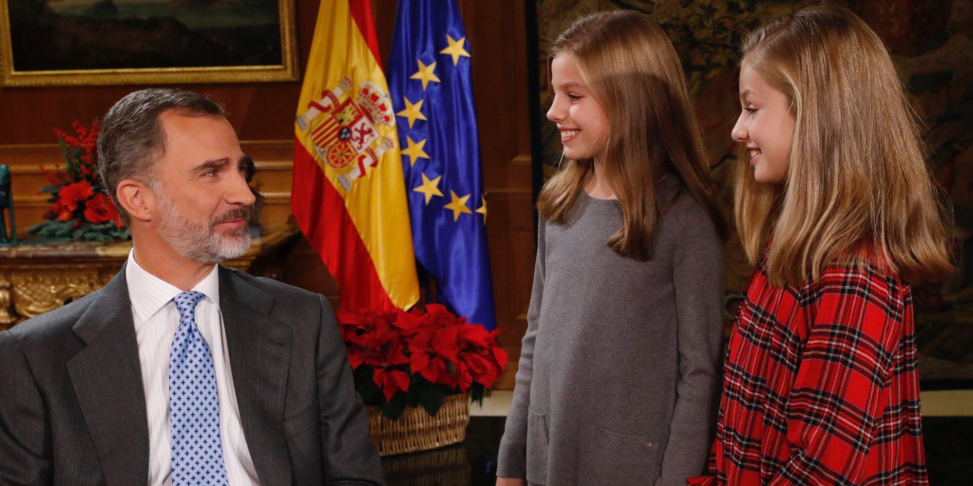 """Los divertidos momentos de los Reyes Felipe y Letizia y de Leonor y Sofía: del masajito a """"¿esto no lo vais a poner no?"""""""