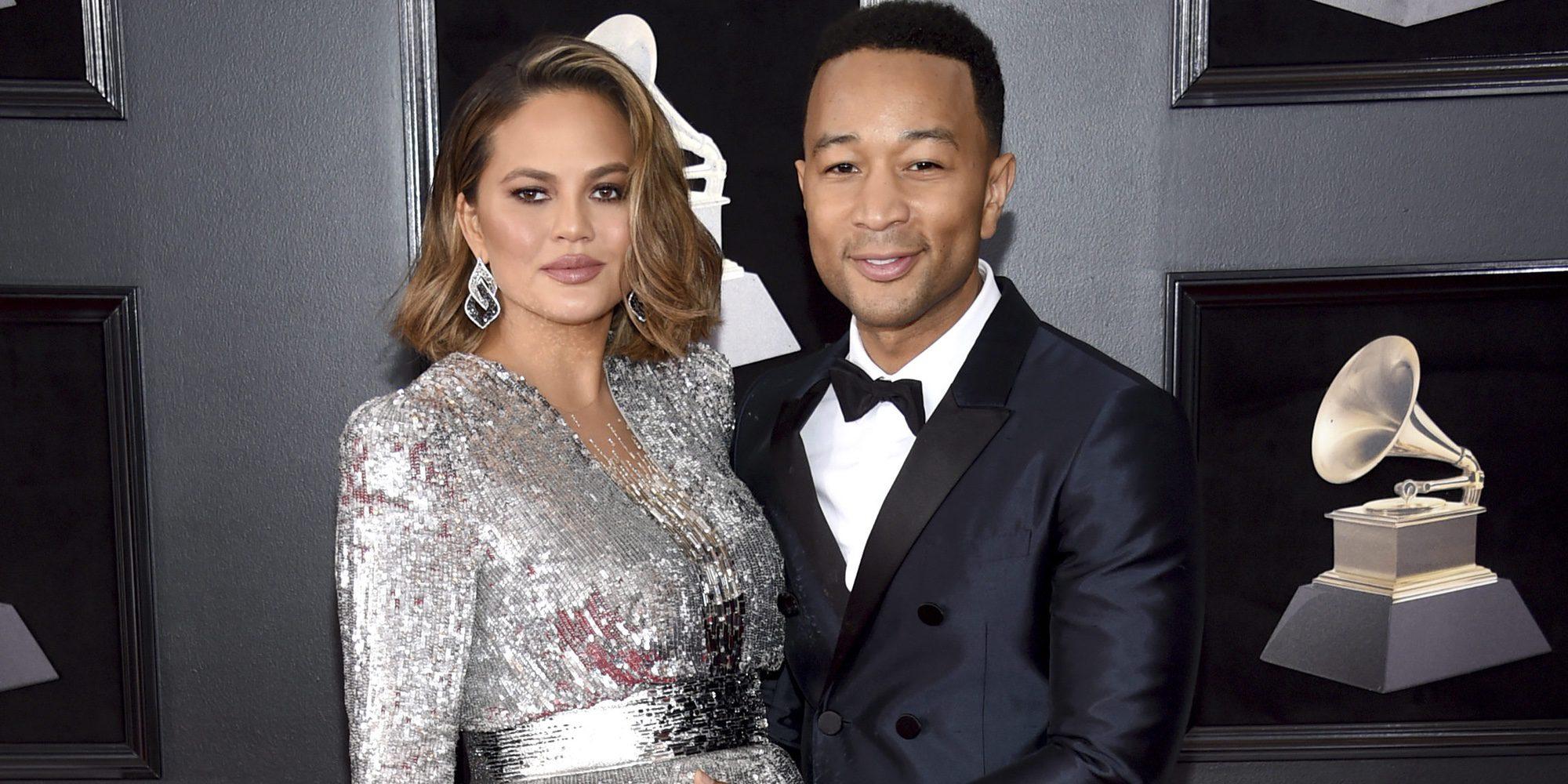 Chrissy Teigen y John Legend revelan el sexo del bebé que están esperando en los Grammy 2018