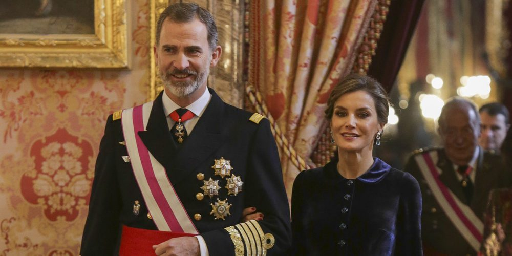 """Ana Romero, autora de 'El Rey ante el espejo': """"A la Reina Letizia le iría mejor si fuera más relajada. Parece distante"""""""