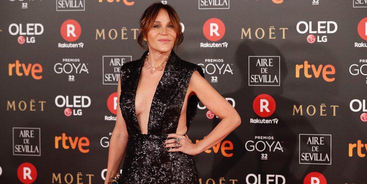 Antonia San Juan arrasa en la alfombra roja de los Goya 2018 presumiendo de pierna al estilo Angelina Jolie
