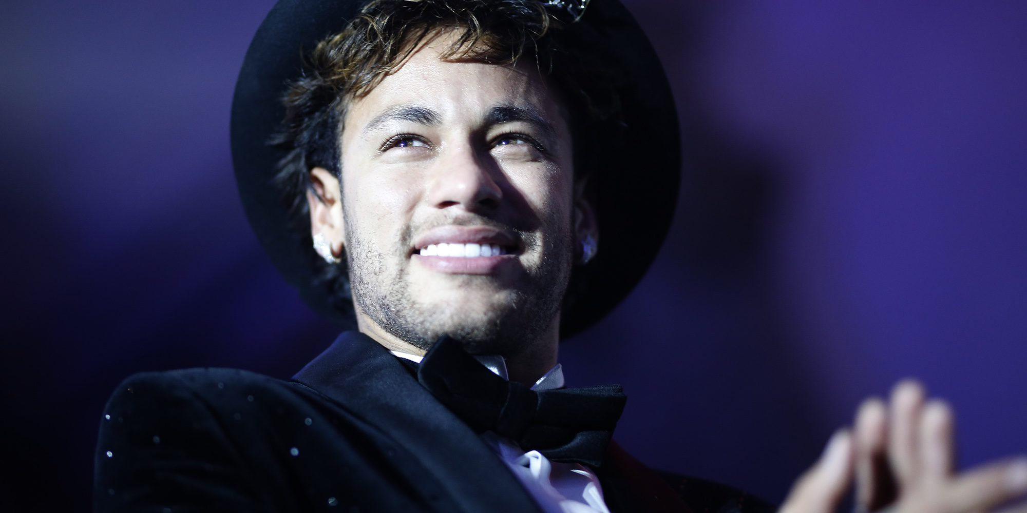 Maluma hace llorar de emoción a Neymar en su macrofiesta por su 26 cumpleaños
