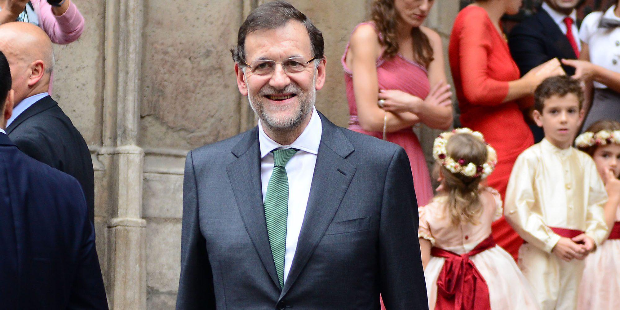 Mariano Rajoy lo da todo bailando al son de 'Mi gran noche' de Raphael en una boda