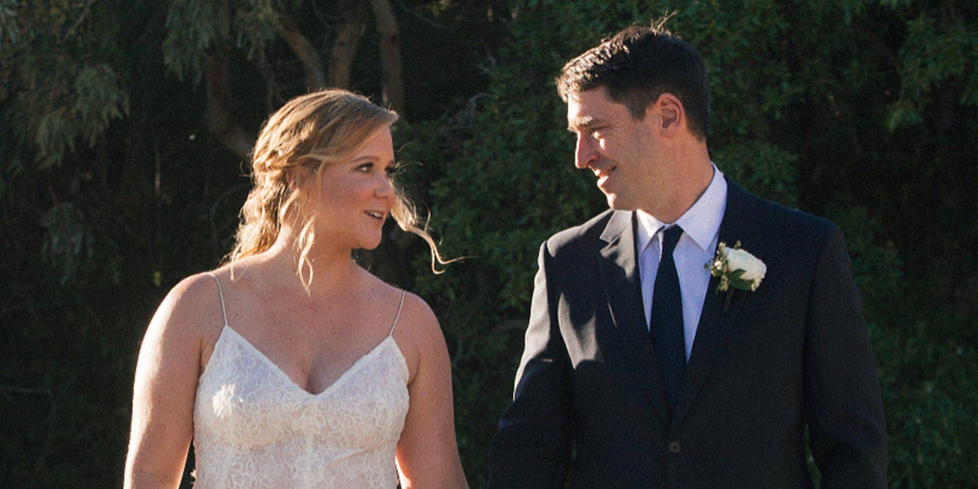 Amy Schumer se casa con el chef Chris Fischer en una ceremonia privada en Malibú