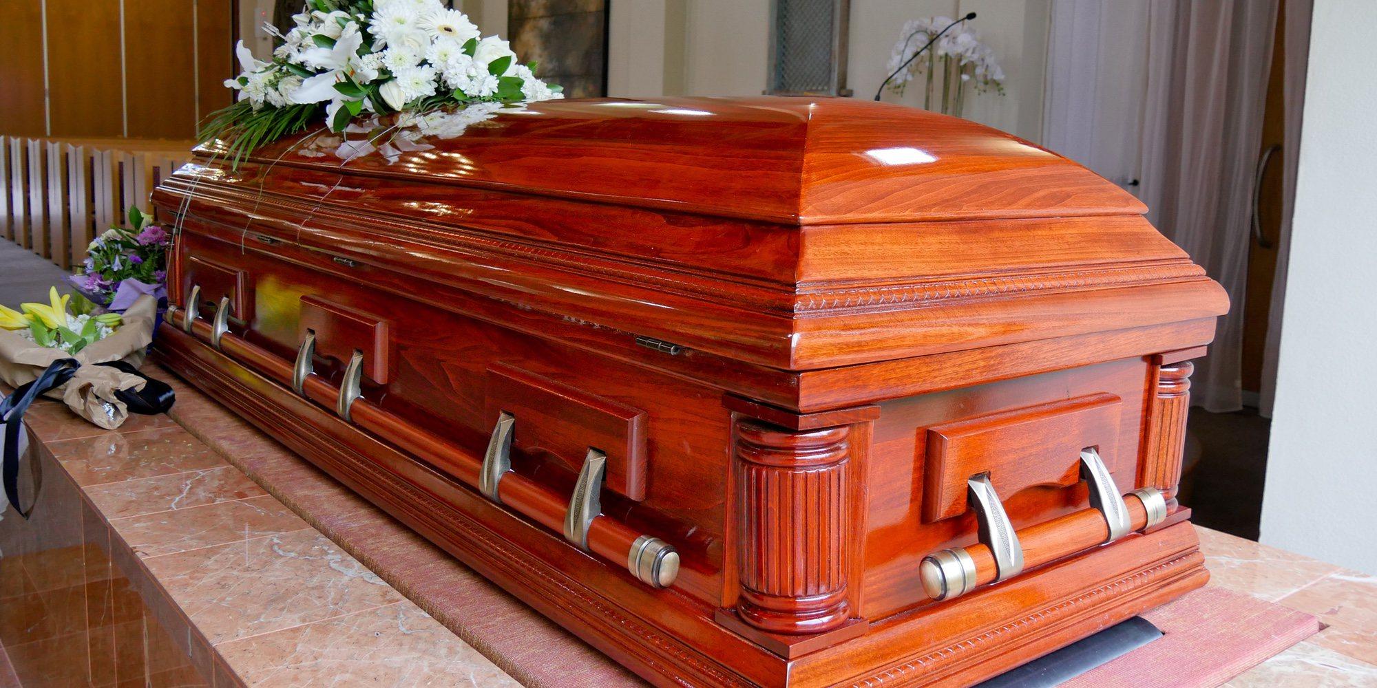 Una mujer enterrada viva por error muere 11 días después tras intentar escapar del ataúd