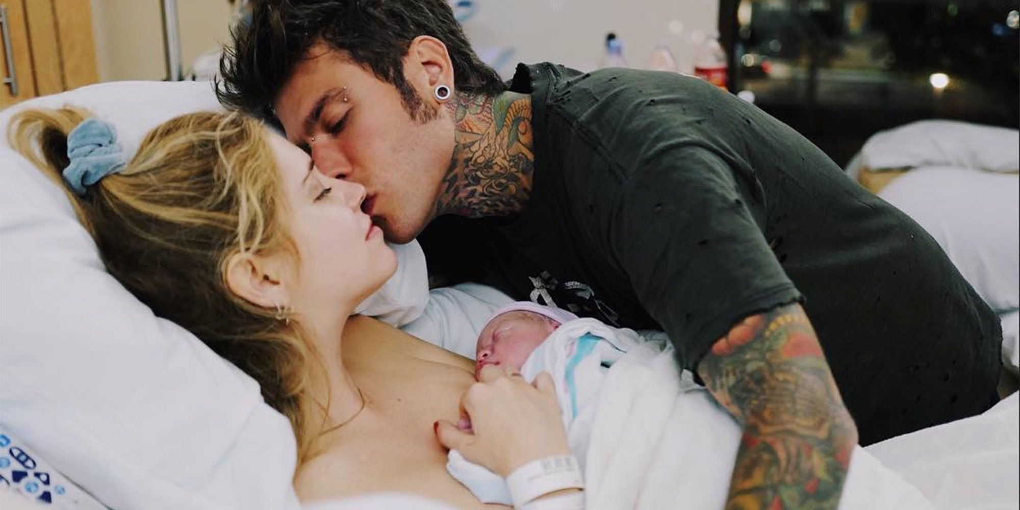 Chiara Ferragni y Fedez comparten la primera foto de su hijo
