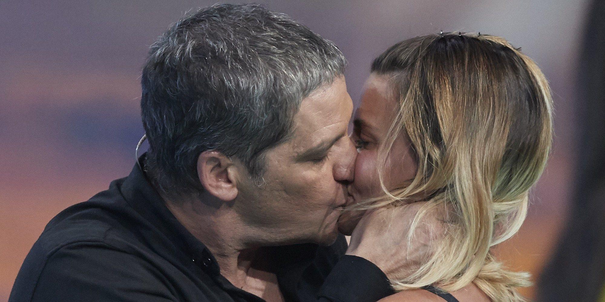 María Lapiedra regresa tras abandonar 'Supervivientes 2018' y Gustavo González se la come a besos