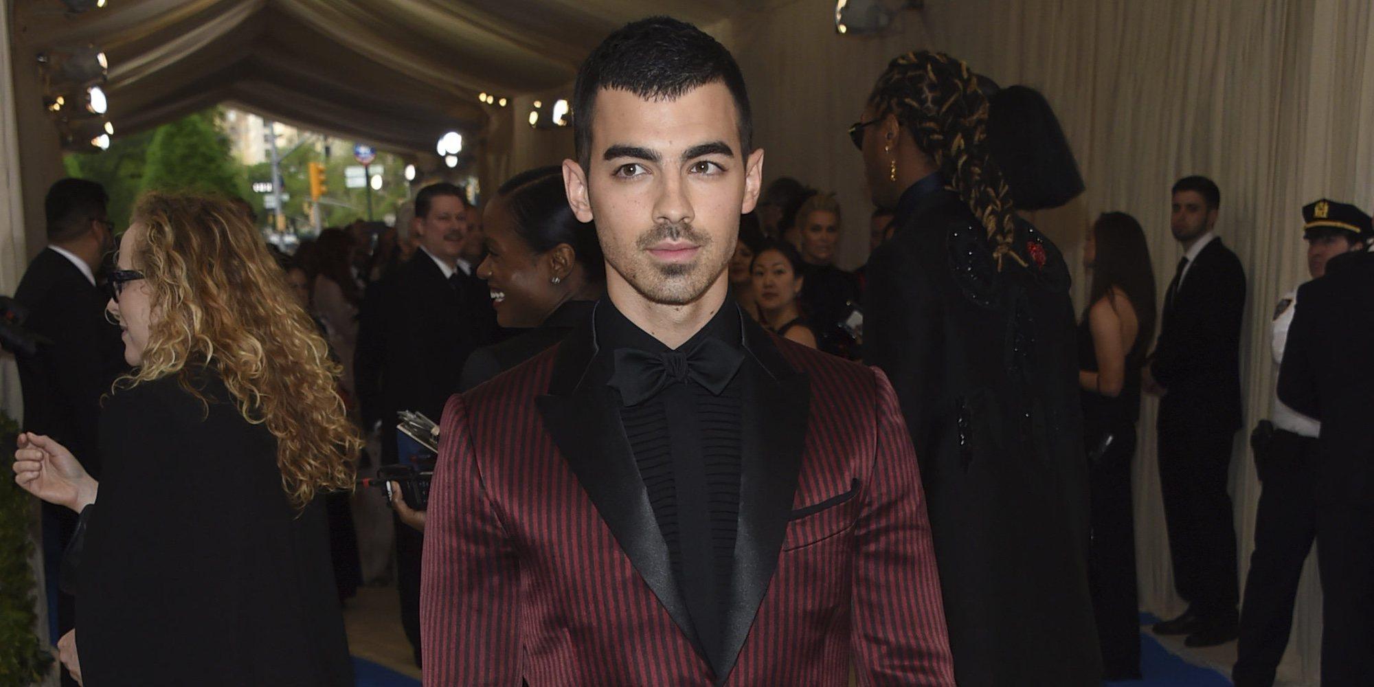 """Joe Jonas aclara de quién es el rostro que se ha tatuado en el brazo: """"Hay mucha especulación sobre esto"""""""