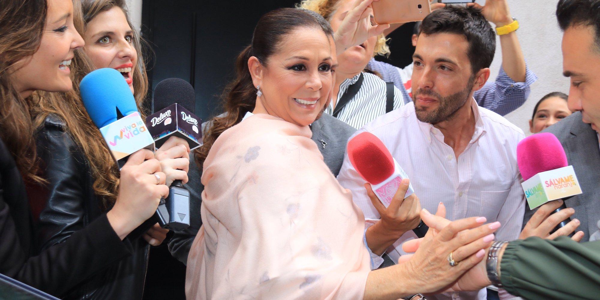 Isabel Pantoja, radiante y rodeada de medios en el bautizo de su nieta Carlota Rivera Rosales