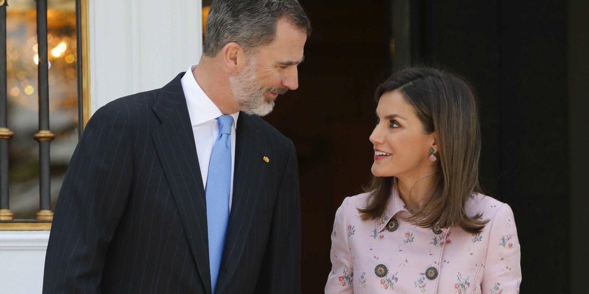 Los Reyes Felipe y Letizia desmienten los rumores de divorcio con gestos de cariño en La Zarzuela