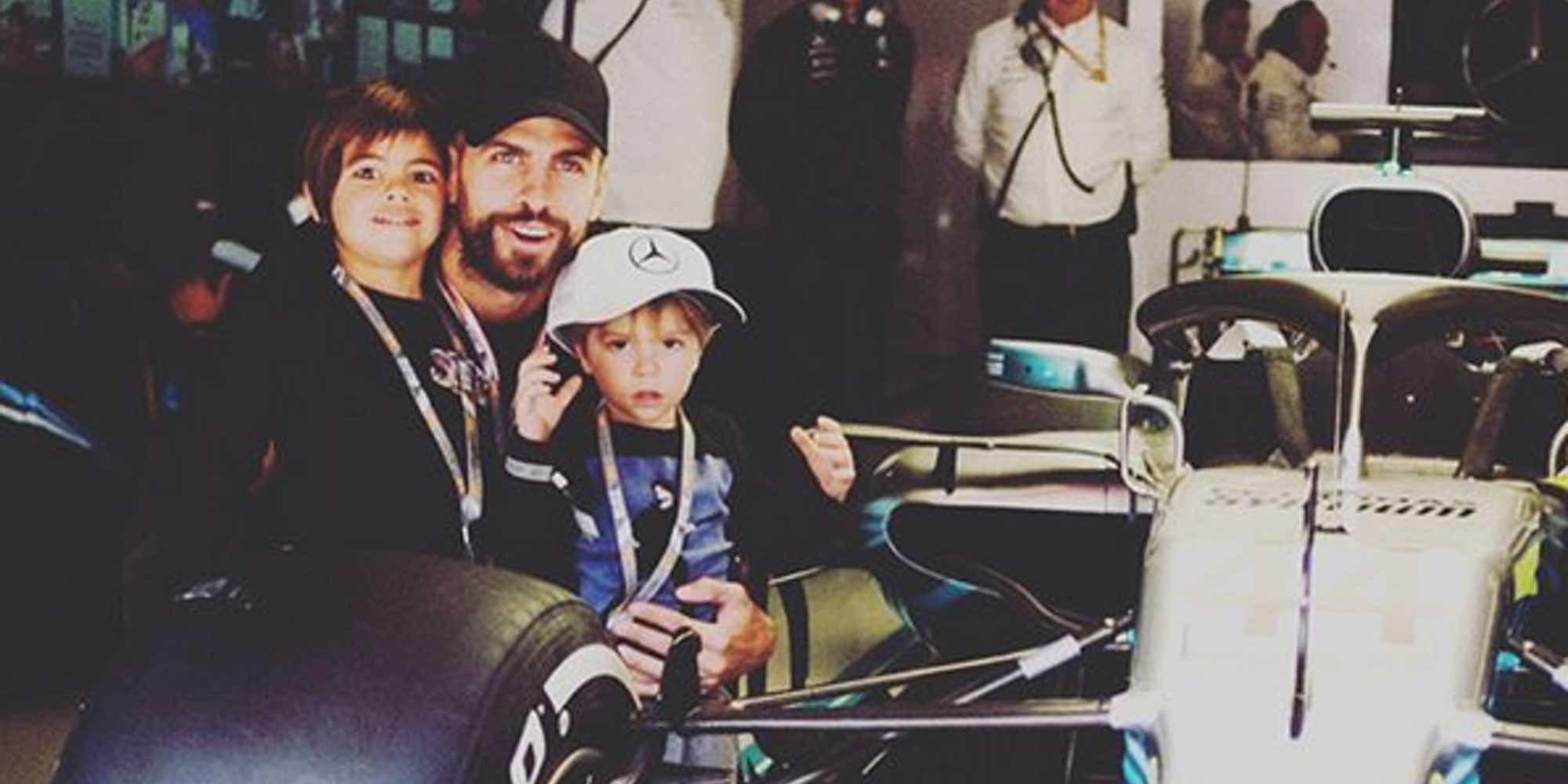 Milan se convierte en piloto de Fórmula Uno bajo la atenta mirada de su padre Gerard Piqué y su hermano Sasha