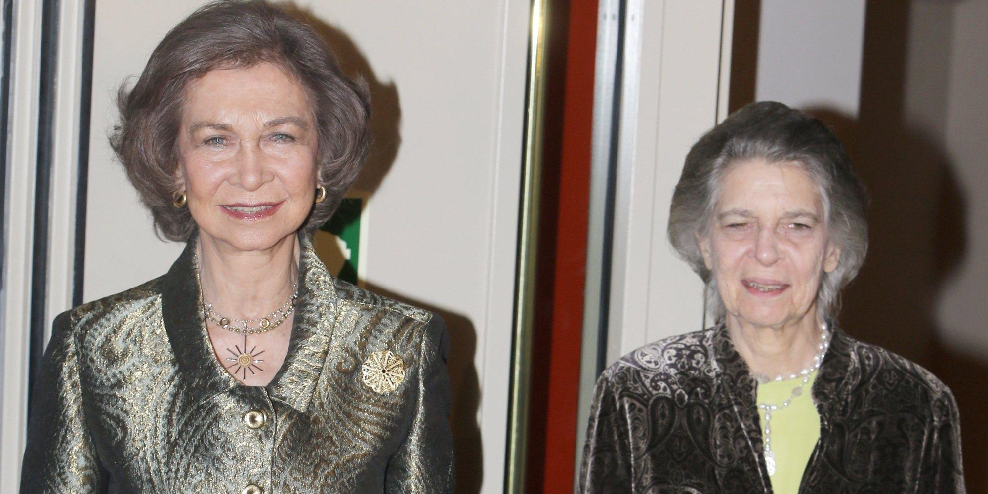 La Reina Sofía se desata en Creta y se pone a bailar un pentozali con Irene de Grecia