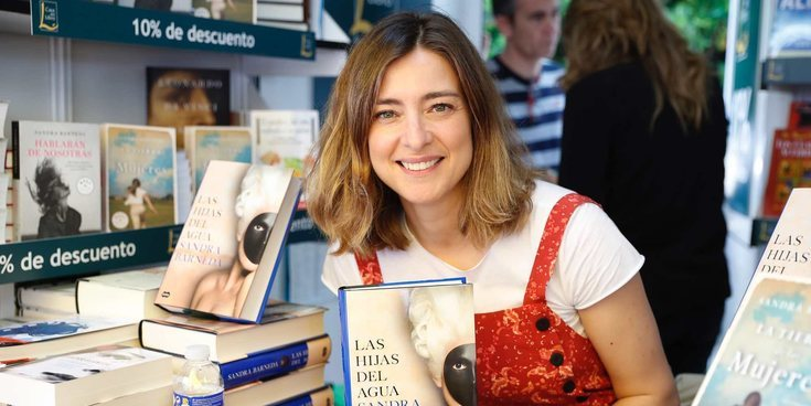 La visita sorpresa de Nagore Robles a Sandra Barneda en la Feria del Libro 2018