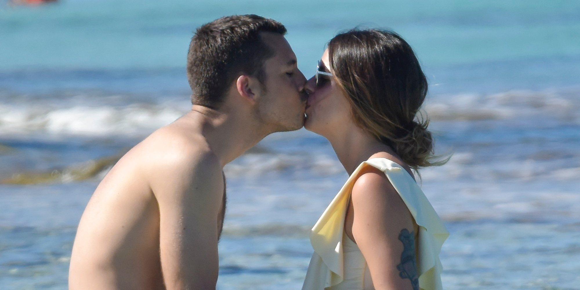Laura Matamoros y Benji Aparicio disfrutan en Ibiza de sus primeras vacaciones después de ser padres