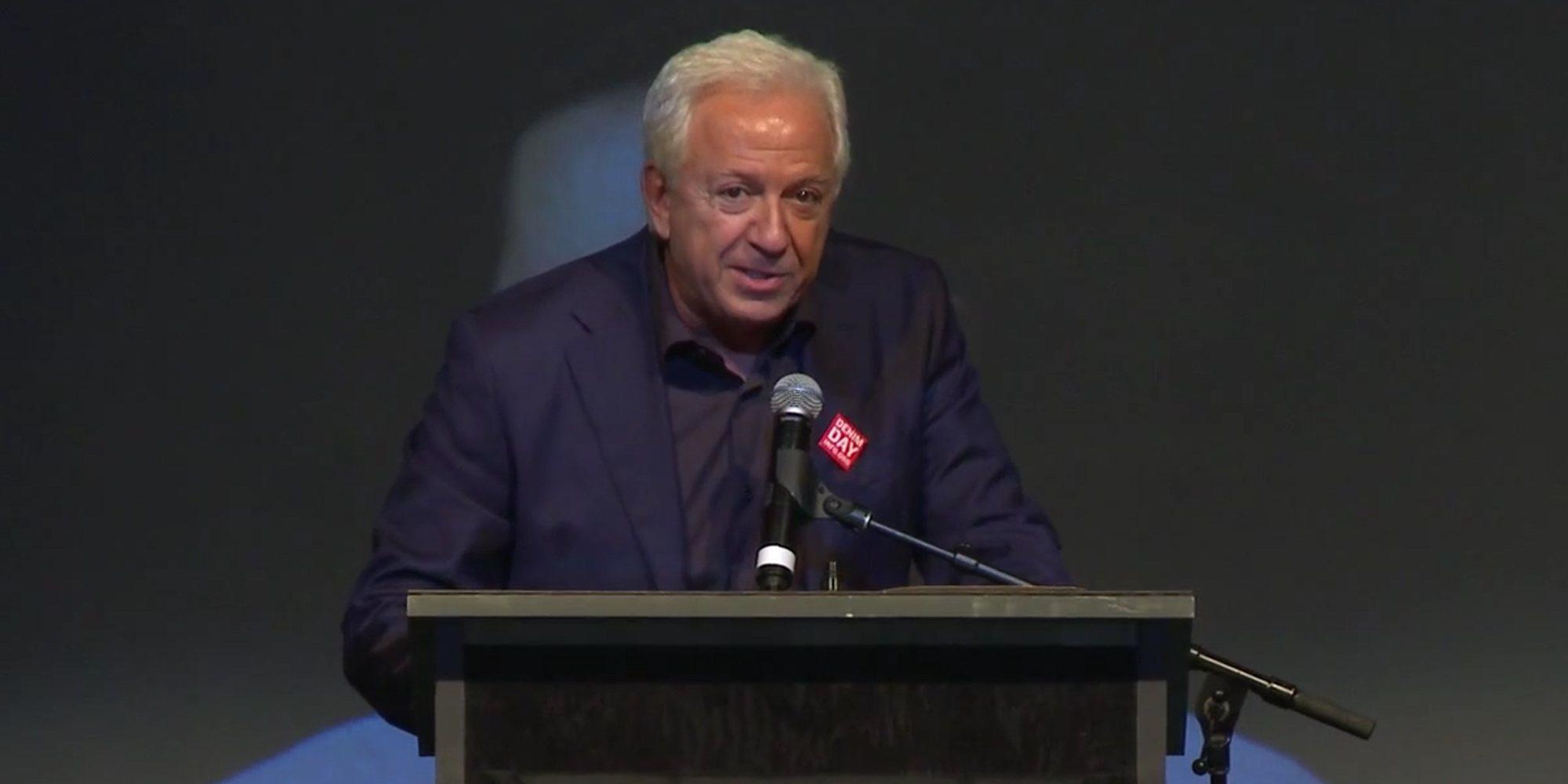 Paul Marciano, cofundador de Guess, dejará su puesto en la marca tras ser acusado de acoso y agresión sexual