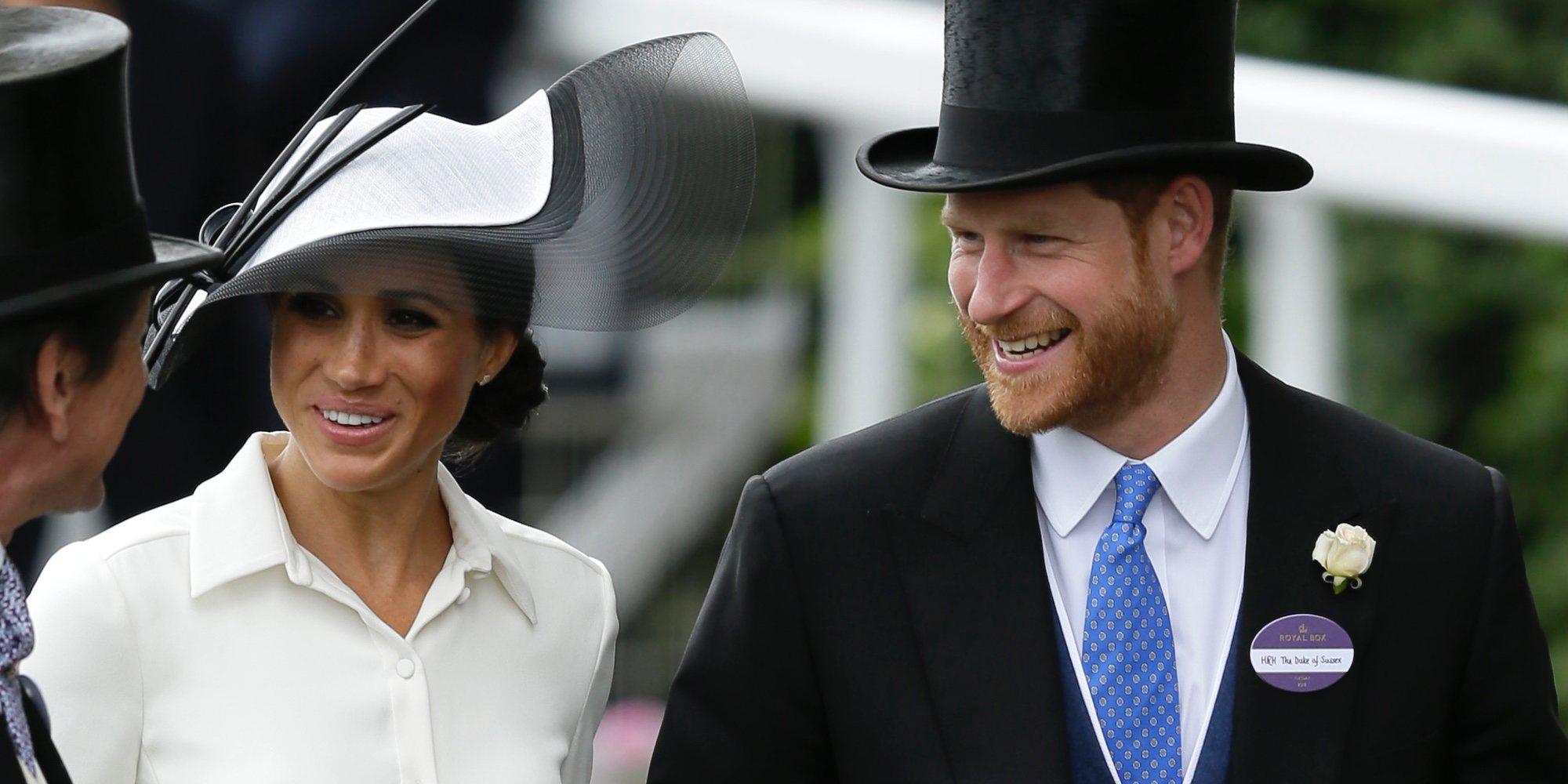 El gran estreno de Meghan Markle como Duquesa en Ascot: sombrero y vestido en blanco y negro