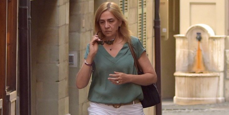 La Infanta Cristina, triste y apenada en sus primeras imágenes tras el ingreso en prisión de Iñaki Urdangarin