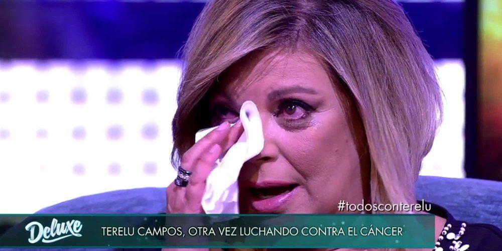 Kike Calleja saca una sonrisa a Terelu Campos jugando al póker días antes de su operación de cáncer de mama