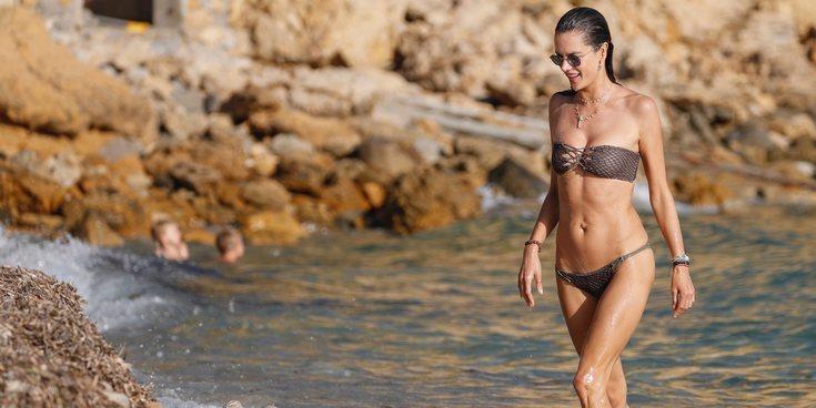 Alessandra Ambrosio, incondicional de Ibiza: así disfruta la modelo de su primer verano de soltera