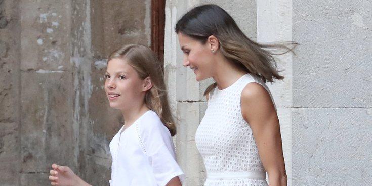 El gesto que denota el enfado de la Infanta Sofía con la Reina Letizia en su posado en La Almudaina
