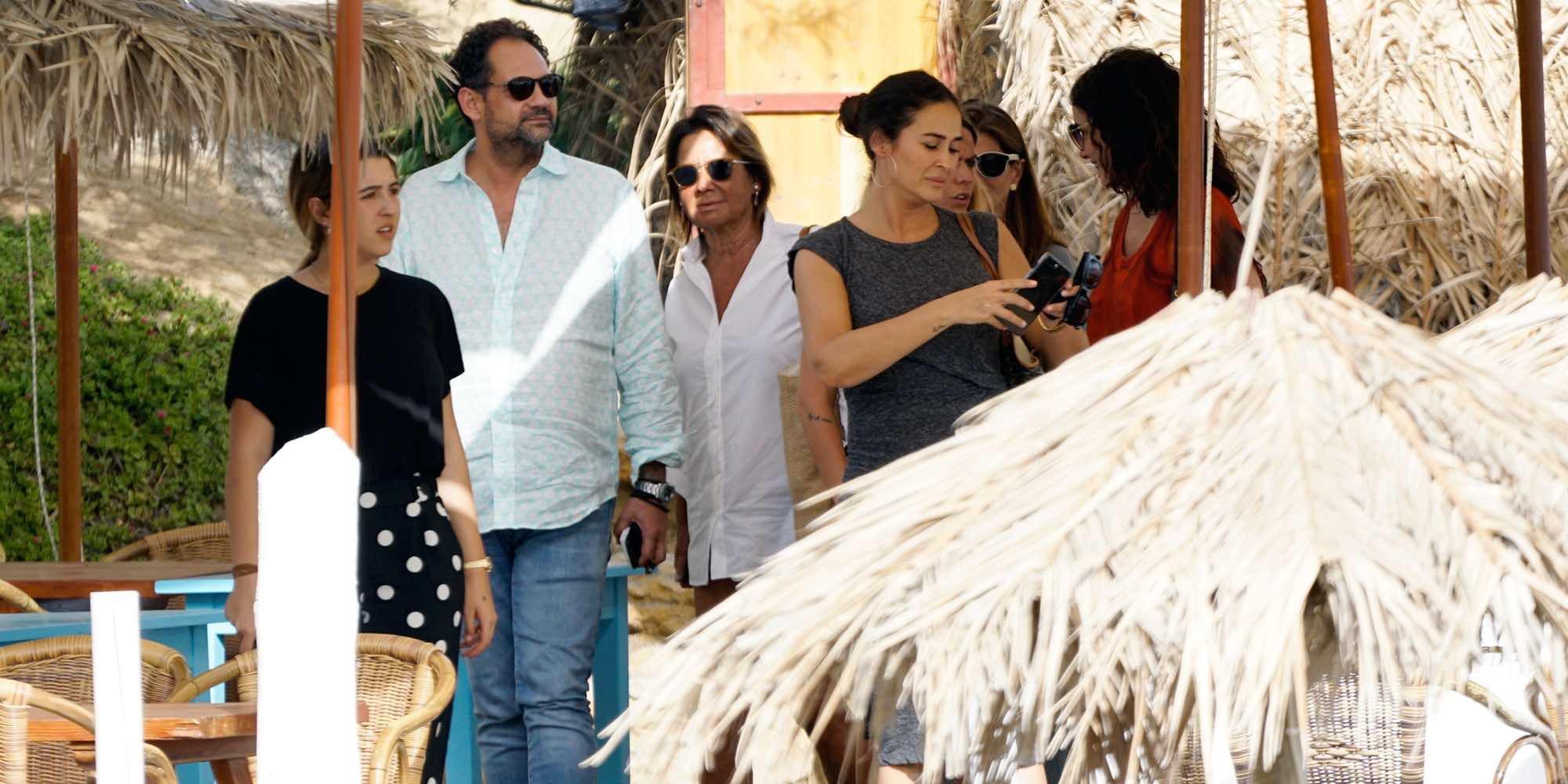 Vicky Martín Berrocal y su hija Alba Díaz disfrutan de unos días de vacaciones en Ibiza