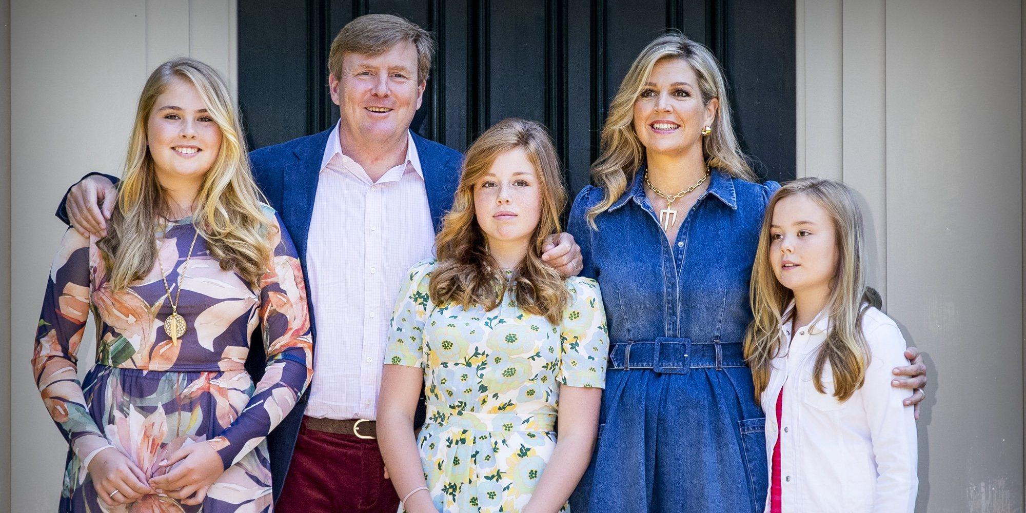La sesión veraniega más divertida de los Reyes Guillermo y Máxima de Holanda con sus hijas