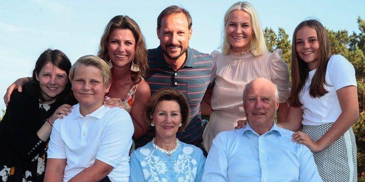 El posado de verano y cumpleaños de la Familia Real Noruega que sería imposible para la Familia Real Española
