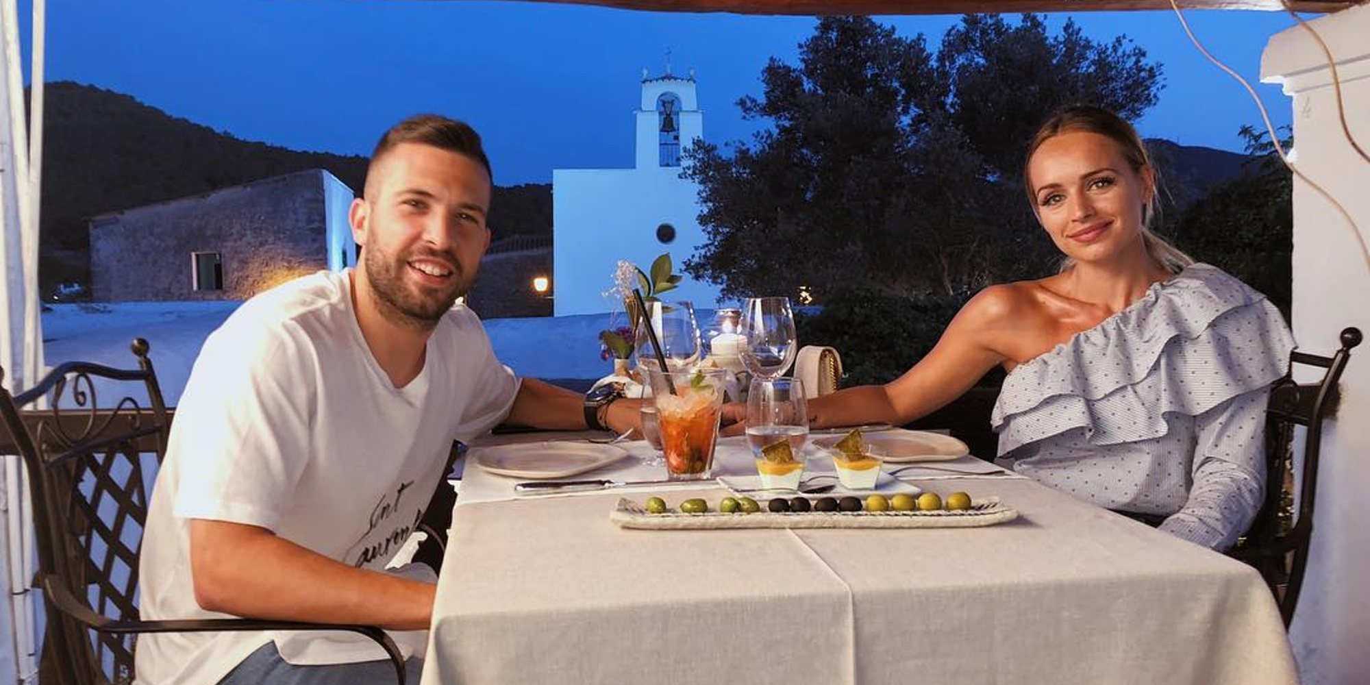 Romarey Ventura y Jordi Alba continuan de vacaciones románticas por las Islas Baleares
