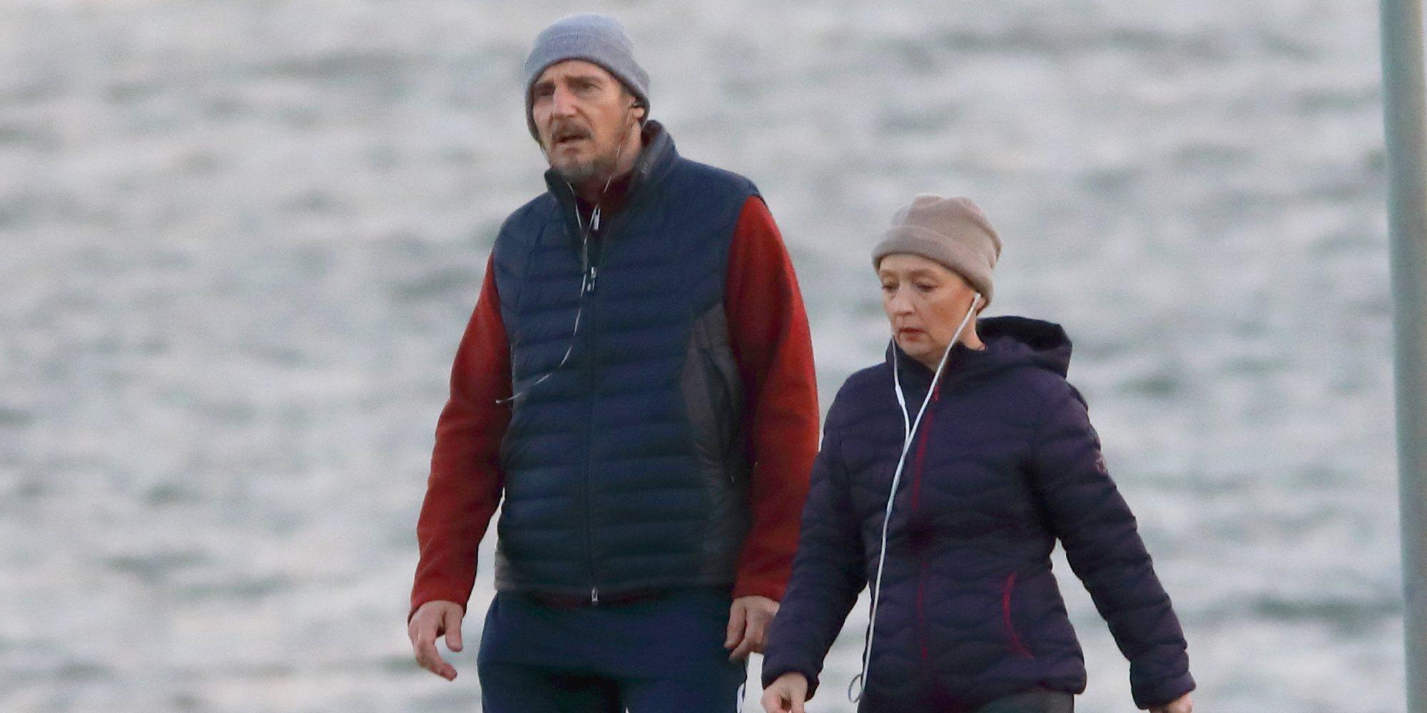 Primera imágenes de Liam Neeson y Lesley Manville en el rodaje de 'Gente Normal'