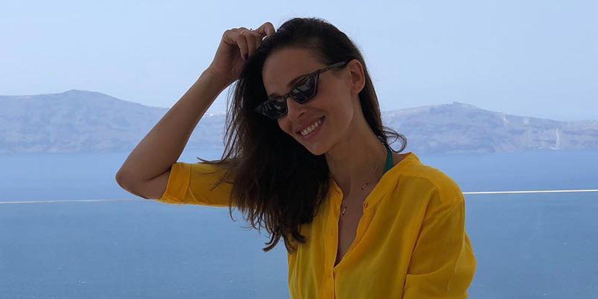 Eva González disfruta de Santorini y de la gran boda griega de María José Suárez