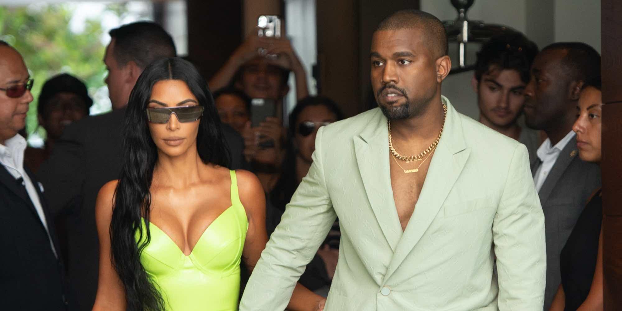 Los problemas de Kim Kardashian para bajar del coche con su ajustadísimo vestido