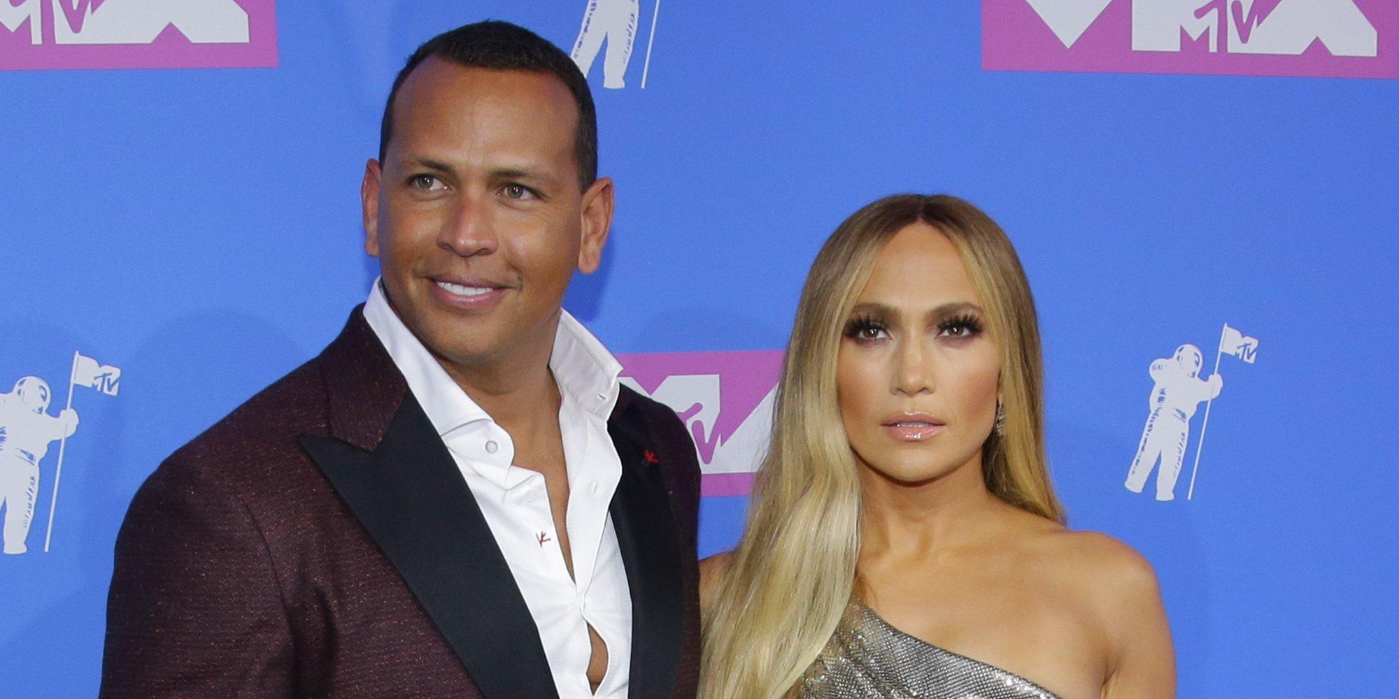 """Jennifer Lopez dedica el premio más importante de los VMAs 2018 a su """"alma gemela"""" Alex Rodriguez"""