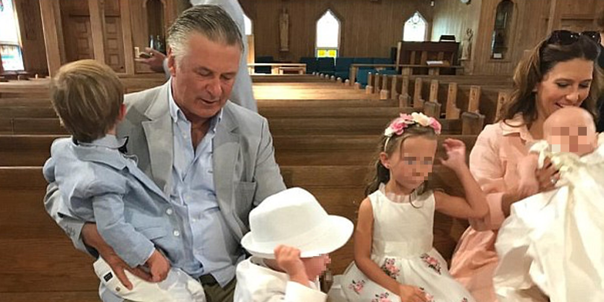 Alec Baldwin e Hilaria Thomas bautizan a sus hijos Romeo y Leonardo