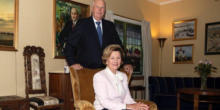 Harald y Sonia de Noruega inauguran con Haakon y Mette-Marit la casa-museo en la que vivieron su relación furtiva