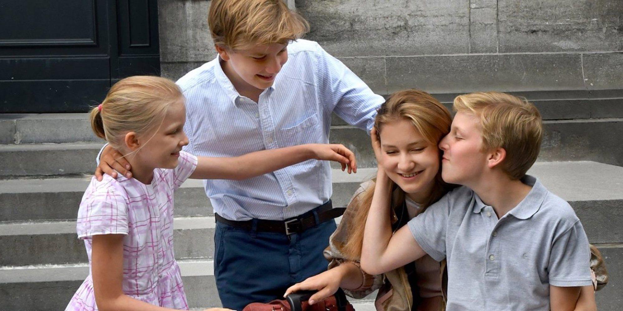 Isabel de Bélgica se despide emocionada de sus hermanos al marcharse a estudiar a Reino Unido