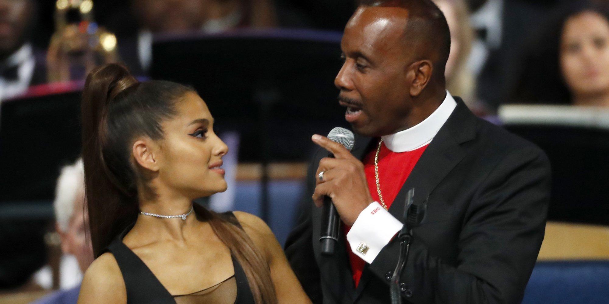 El incómodo momento de Ariana Grande en el funeral de Aretha Franklin
