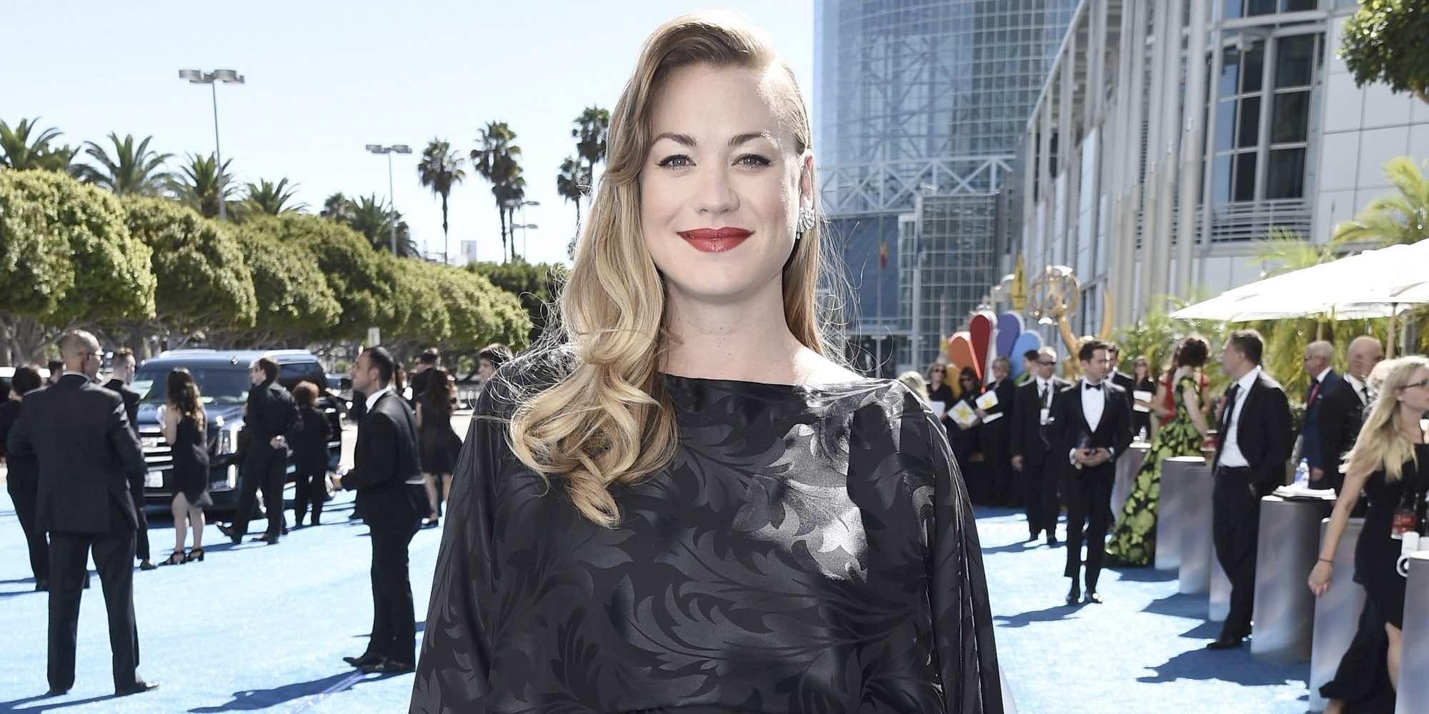 Yvonne Strahovski desvela el sexo del bebé que está esperando en la alfombra roja de los Emmys 2018
