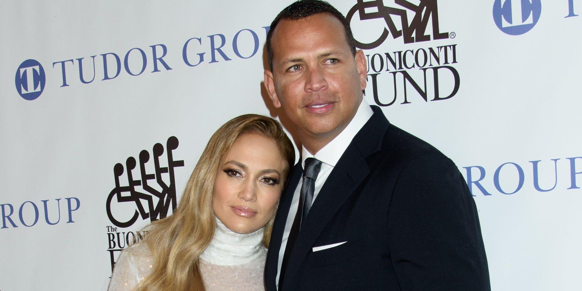 Jennifer Lopez y Alex Rodriguez pasean su amor por la alfombra roja de la cena Great Sports Legends