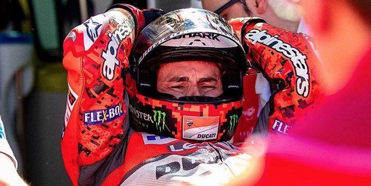 Jorge Lorenzo sufre un terrible accidente que ha partido la moto en dos