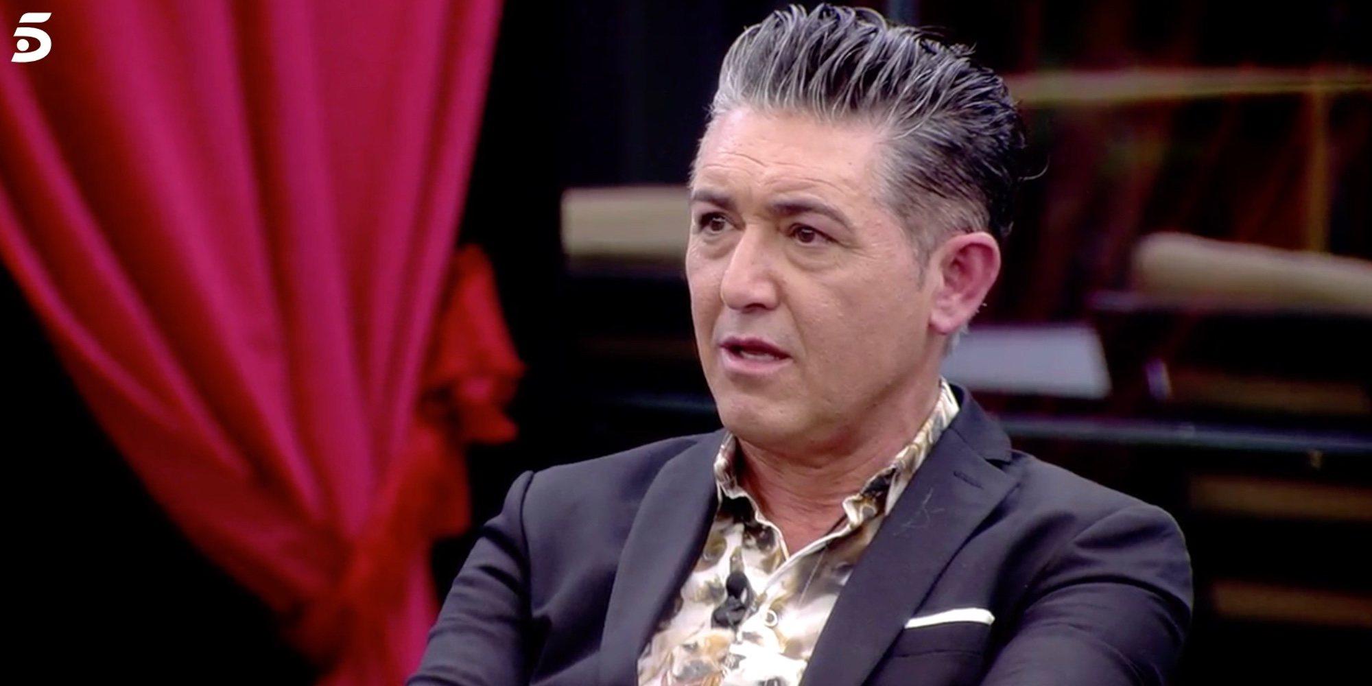 Ángel Garó se disculpa con Miriam Saavedra, Asraf Beno y Verdeliss dando un beso a cada uno en 'GH VIP 6'
