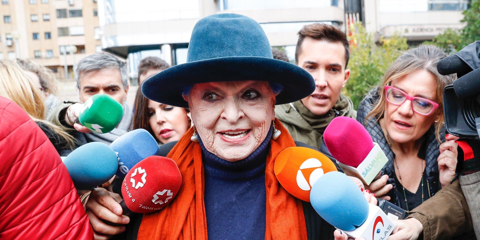 Se suspende el juicio de Lucía Bosé por un delito de apropiación porque el testimonio de Miguel Bosé es clave