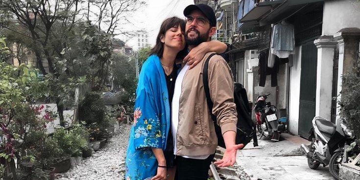La novia de Dani Mateo, amenazada después de que su novio se 'sonara la nariz' en una bandera de España