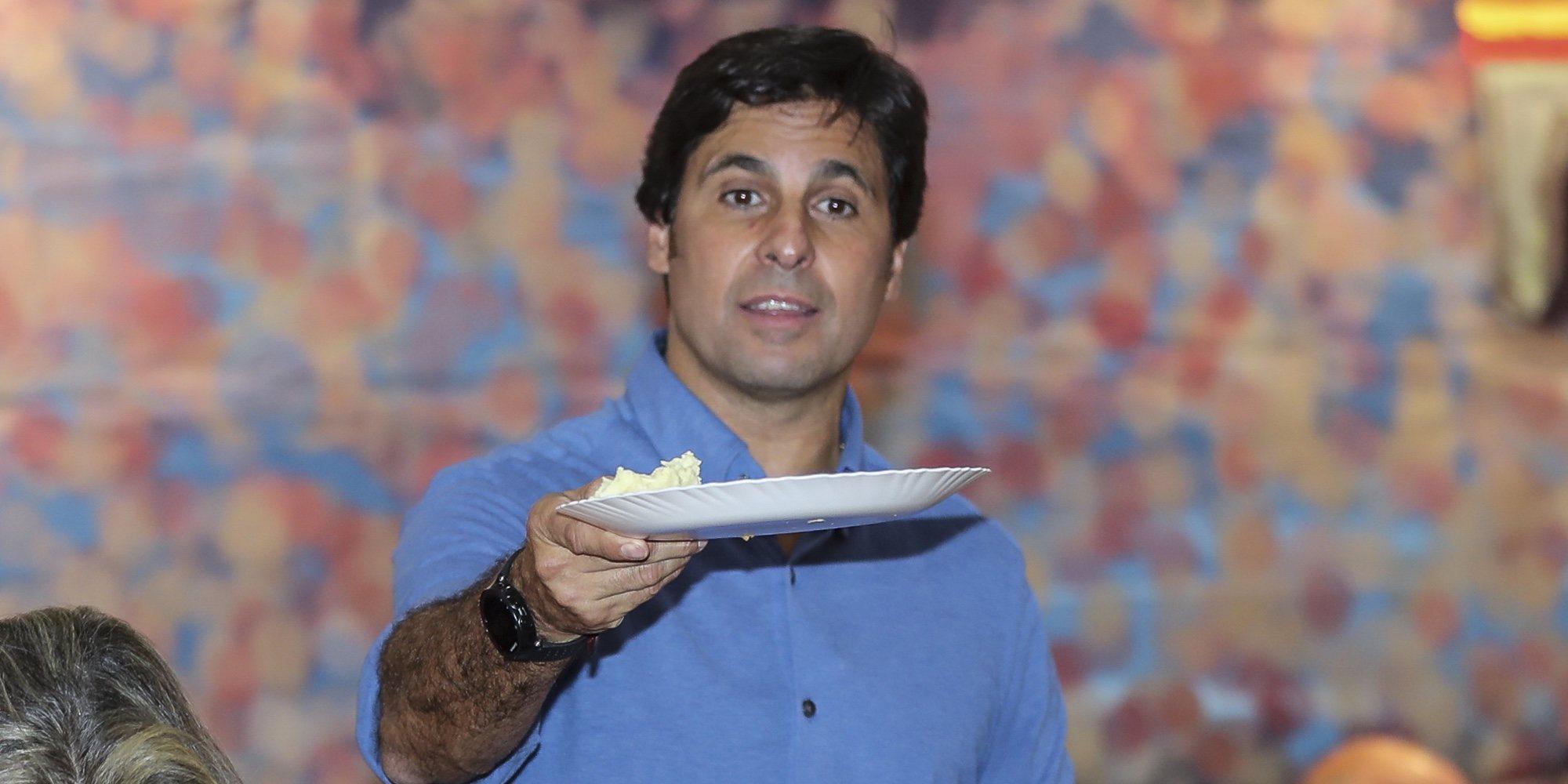 Francisco Rivera se convierte en camarero por un día en una cena benéfica del Rastrillo Nuevo Futuro 2018