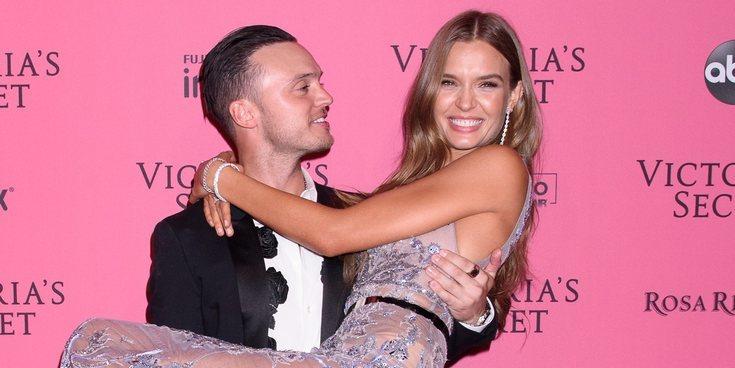 El ángel de Victoria's Secret Josephine Skriver se ha comprometido con el cantante Alexander DeLeon