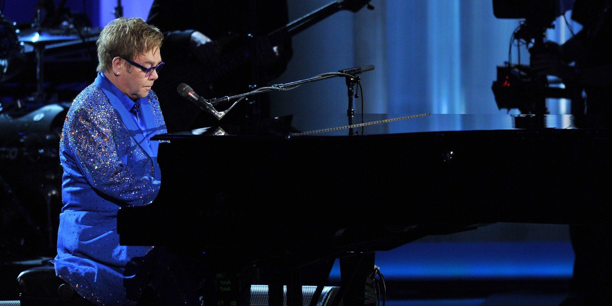 Elton John cancela un concierto treinta minutos después de su inicio por una infección de oído