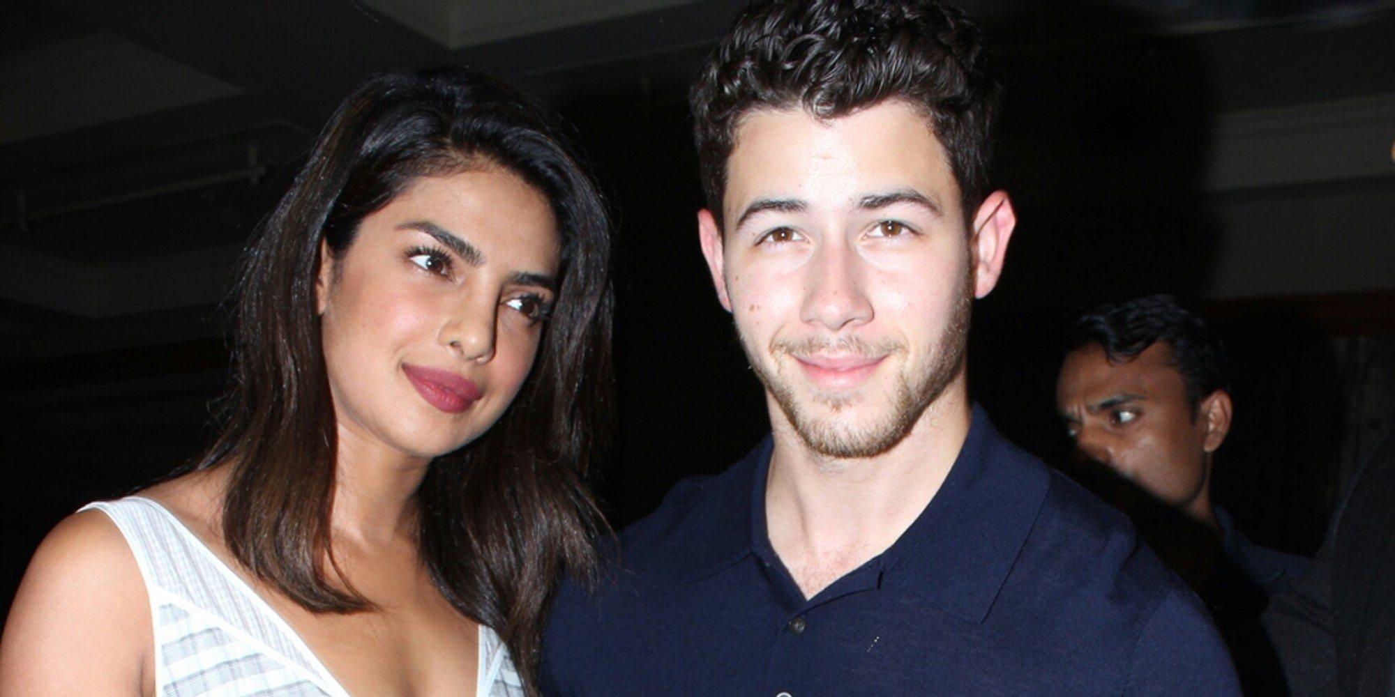 Nick Jonas y Priyanka Chopra ofrecen un espectáculo de luces y una asombrosa cena para todos sus invitados